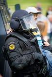 Dirigeant anti-terroriste d'ARAS d'unité d'opérations de police lithuanienne photographie stock