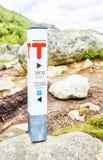 Dirigendo segno verso la roccia di Preikestolen Fotografia Stock