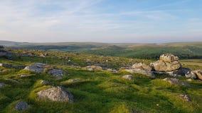Dirigendosi giù il Nord dallo sheepstor dartmoor devon Fotografie Stock Libere da Diritti