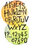 Dirigez l'ABC de latin, les nombres et les signes de ponctuation tirés par la main illustration de vecteur