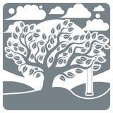 Dirigez l'arbre branchu avec l'oscillation sur le beau paysage d'hiver Photos libres de droits