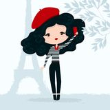 Dirigez l'illustration d'une fille dans le béret rouge avec le smartphone à Paris illustration libre de droits