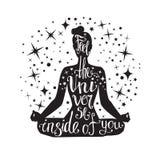 Dirigez l'illustration de yoga avec la femme et les étoiles méditantes illustration de vecteur
