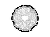 Dirigez l'illustration des anneaux annuels d'arbre avec le coeur au milieu en silhouette noire et blanche Photo stock