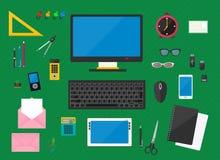 Dirigez l'illustration du lieu de travail avec des dispositifs d'ordinateur, des objets de bureau et des documents d'entreprise Image libre de droits
