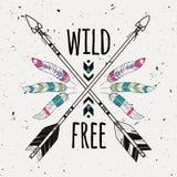 Dirigez l'illustration grunge avec les flèches ethniques croisées, plumes Photos libres de droits
