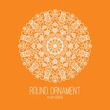 Dirigez l'ornement floral blanc tiré par la main de cercle de mandala sur le fond orange Pour le tatouage ou la carte de voeux Photo stock