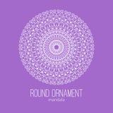 Dirigez l'ornement floral blanc tiré par la main de cercle de mandala sur le fond violet Photographie stock