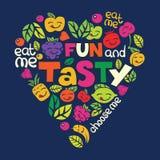 Dirigez la carte avec les lettres et les fruits drôles dans la forme de coeur Image libre de droits