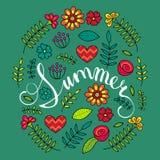 Dirigez la carte florale avec l'été de typographie marqué avec des lettres par main dans le cadre floral Photo stock