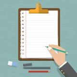 Dirigez la conception plate moderne en main tenant le crayon avec la feuille de papier vide Presse-papiers brun classique avec le Photos stock