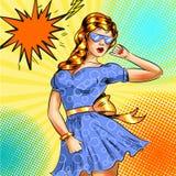 Dirigez la fille d'art de bruit dans la robe bleue et des lunettes de soleil bleues illustration libre de droits