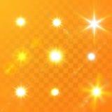 Dirigez la lumière rougeoyante du soleil avec des étincelles sur le fond orange Illustration Libre de Droits