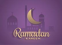 Dirigez la lune et la foudre de mosquée à l'arrière-plan pourpre foncé photographie stock libre de droits