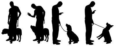 Dirigez la silhouette d'un homme avec un chien Photo libre de droits