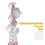 Dirigez la tour satellite dans la perspective isométrique d'isolement sur le fond blanc Photo stock