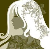 Dirigez la verticale de la femme avec la fleur dans le cheveu Photo libre de droits
