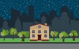 Dirigez la ville avec la maison à deux étages de bande dessinée et les arbres verts la nuit Images stock