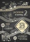 Dirigez le calibre d'invitation d'anniversaire de craie sur le fond de tableau noir Images stock