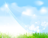 Dirigez le ciel bleu avec l'herbe, rayonnez, le brouillez Photo stock