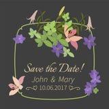 Dirigez le lis de rose de carte de voeux et la composition florale violette en arabis Image libre de droits