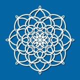Dirigez le mandala rond de dentelle d'ornement de pochoir avec à jour découpé Images stock