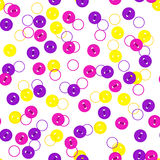 Dirigez le modèle sans couture avec les boutons magenta colorés aléatoires violets, jaunes et de rose de couleur sur le fond blan Photo libre de droits