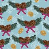 Dirigez le modèle sans couture de Noël avec l'arbre de sapin tiré par la main, les cônes de sapin et les oranges sèches Photos libres de droits