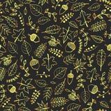 Dirigez le modèle sans couture tiré par la main avec des éléments d'automne d'or : feuilles de feuillage, de baies, de glands, de Images stock