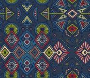 Dirigez le modèle sans couture tiré par la main avec les éléments abstraits tribals Photos libres de droits
