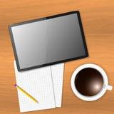 Dirigez le papier de note et une tasse de café avec un comprimé sur la table en bois illustration stock