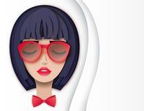 Dirigez le portrait de la jeune belle femme avec les cheveux courts illustration libre de droits