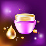 Dirigez le pot crème avec une baisse et des éclats pour la cosmétologie et les soins de la peau Photo stock