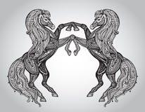 Dirigez les couples tirés par la main des chevaux dans le style ornemental graphique Photo stock