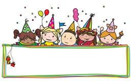 Dirigez les enfants d'anniversaire d'amusement se cachant par le cadre coloré Image libre de droits