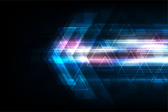 Dirigez les flèches dans le concept de technologie sur le fond bleu-foncé Photo libre de droits