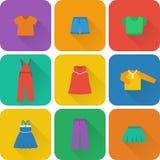 Dirigez les icônes plates des vêtements de bébé pour des filles illustration stock