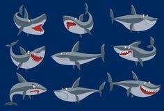 Dirigez les poissons drôles de requin de bande dessinée nageant la mascotte marine sous l'eau mignonne de faune de caractère de r Images stock