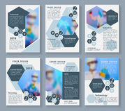 Dirigez les scientifiques de brochure d'affaires de couverture dans le concept de laboratoire dans la disposition A4 Images stock