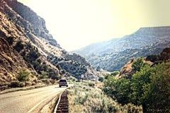 Dirigiendo abajo de la montaña al sur de Taos, New México Fotos de archivo libres de regalías