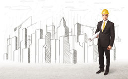 Dirija al hombre con el dibujo de la ciudad del edificio en fondo Fotos de archivo