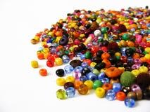 Dirija braceletes feitos e as imagens coloridas do grânulo usados para fazer braceletes Fotografia de Stock