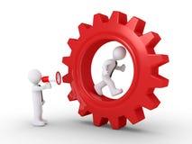 Dirija el grito al empleado dentro de una rueda dentada Imagen de archivo