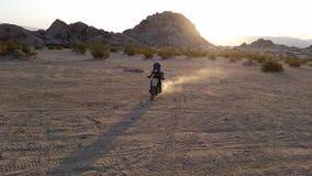 Dirtbike晚上 免版税图库摄影