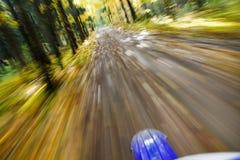 Dirtbike da equitação. Borrão de movimento abstrato. Imagens de Stock