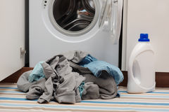 Dirty clothes and washing machine Royalty Free Stock Images