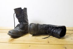 Dirty leather boots Royalty Free Stock Photography