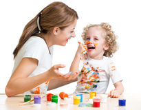 Dirty mother and kid girl painting together Royalty Free Stock Photography
