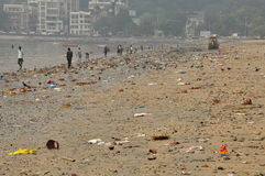 Dirty polluted beach in Mumbai, India Stock Photography