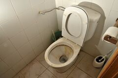 Free Dirty Toilet Of Old And Neglected Industrial Building Royalty Free Stock Images - 215544269